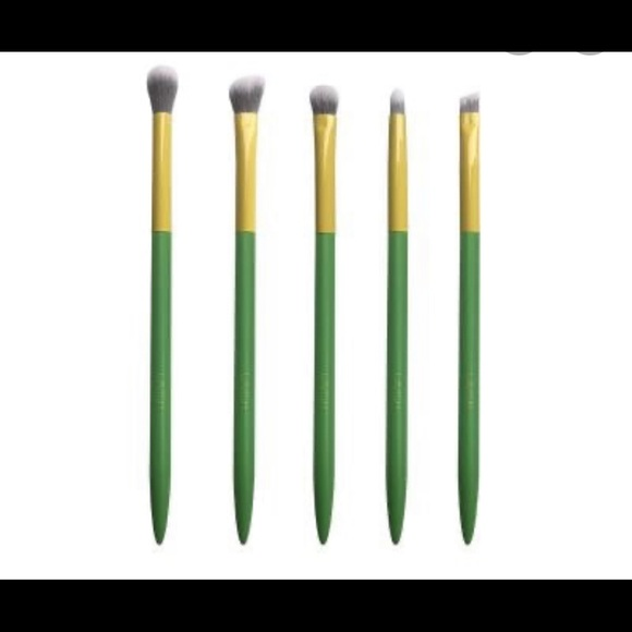 🆕 LAVISH Brushes Essential Eye Collection